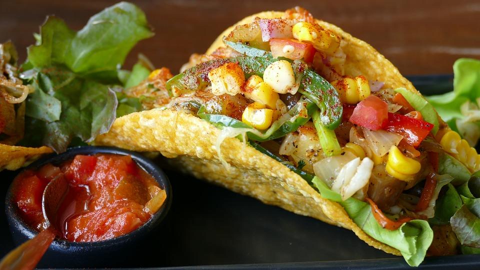 メキシコ料理でタコスのカロリーは?トルティーヤの材料と作り方は?